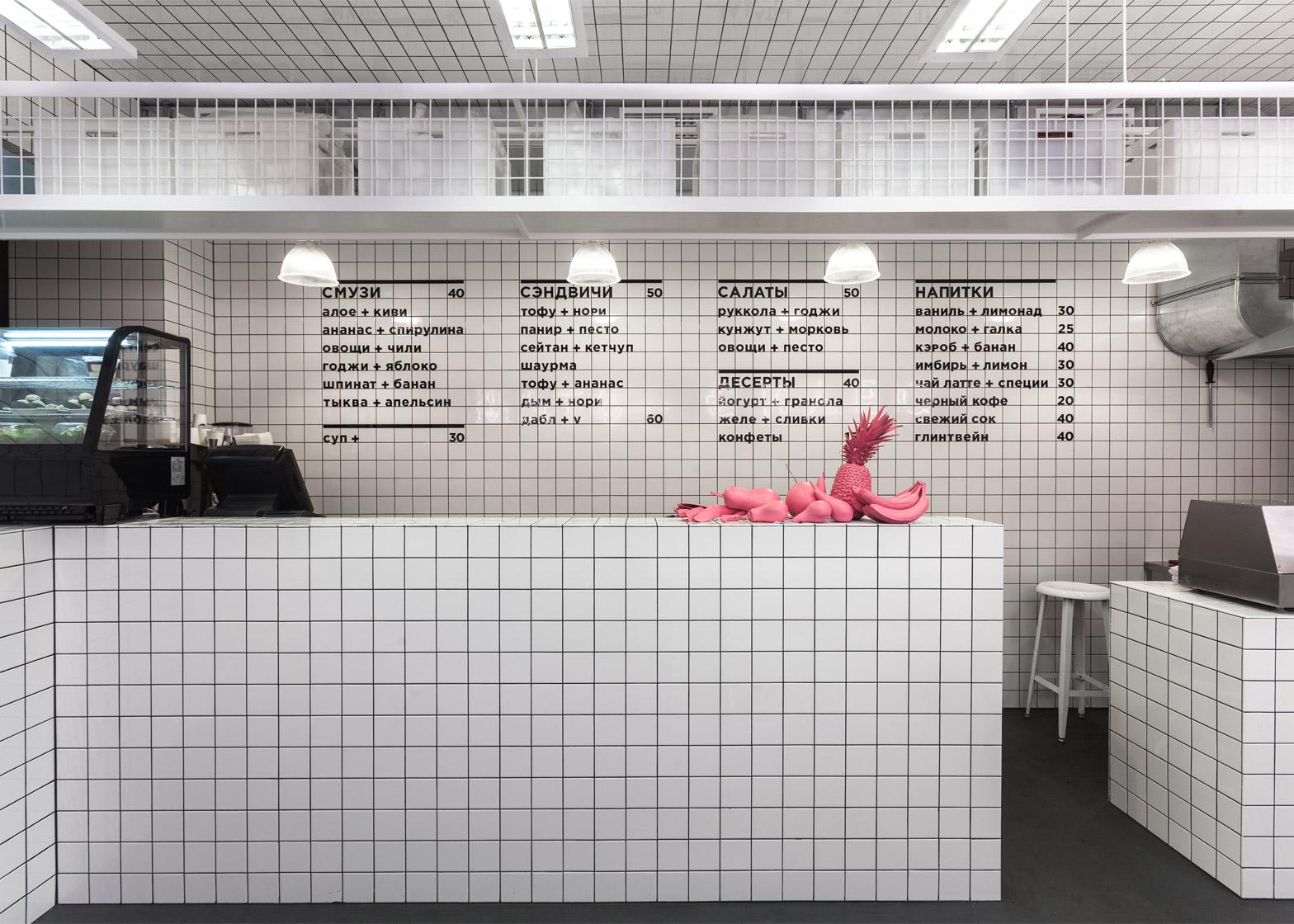 店舗デザインに合わせシンプルでわかりやすく表示したカフェメニュー