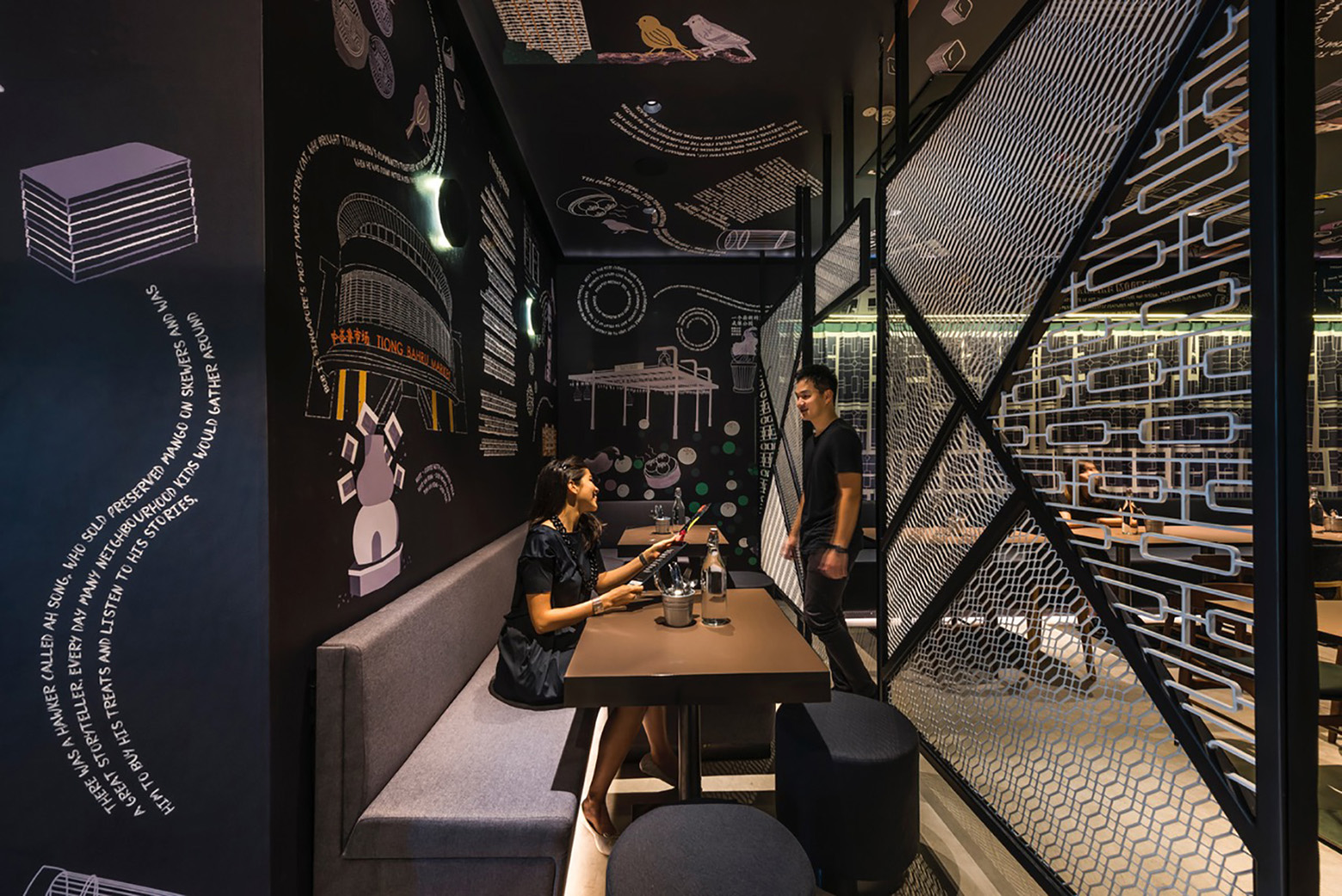 ホテルの壁面グラフィックで空間の個性やアイデンティティを表現した店舗デザイン