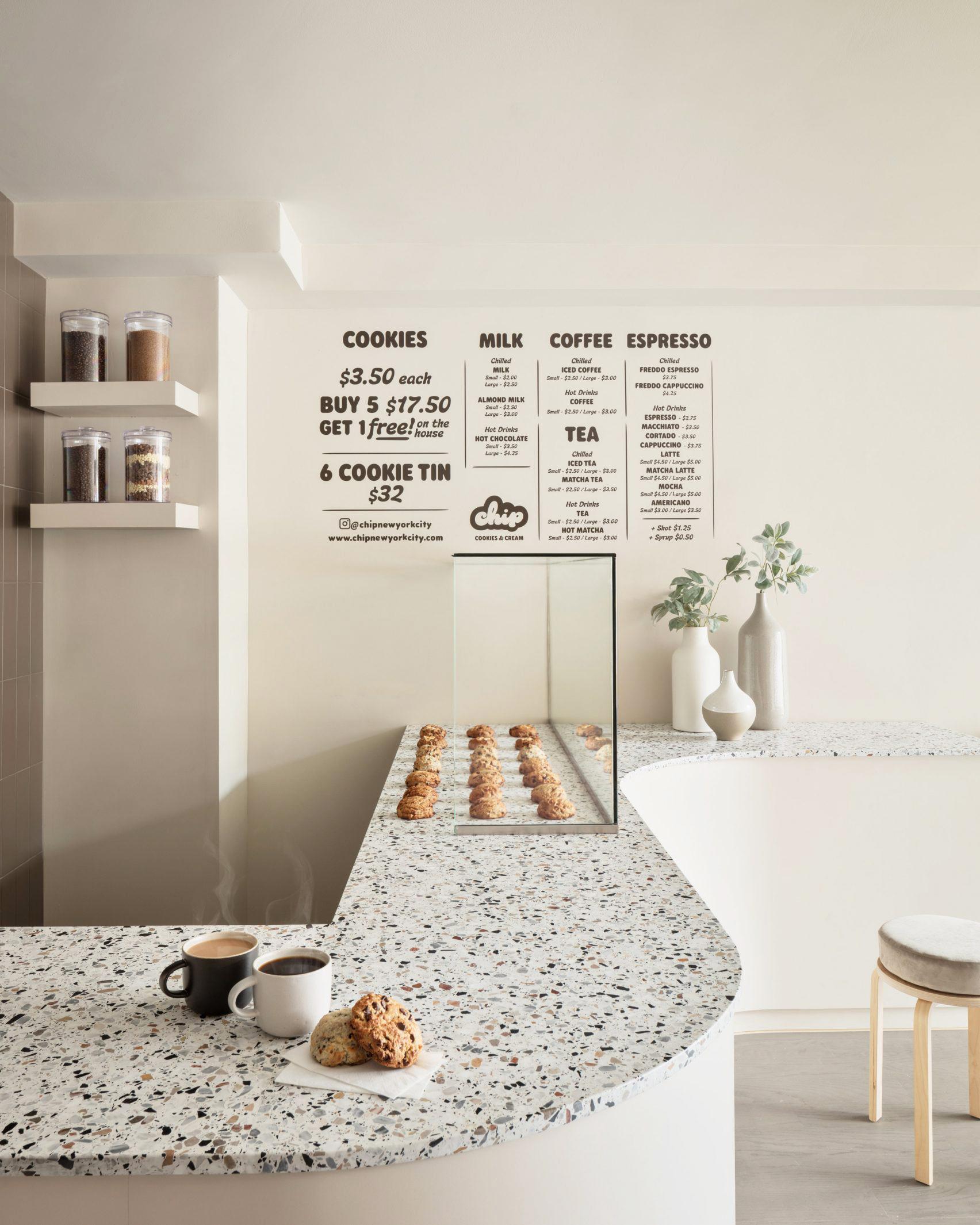 商品をモチーフにしたクッキーショップのロゴデザインと店舗デザインのつくり